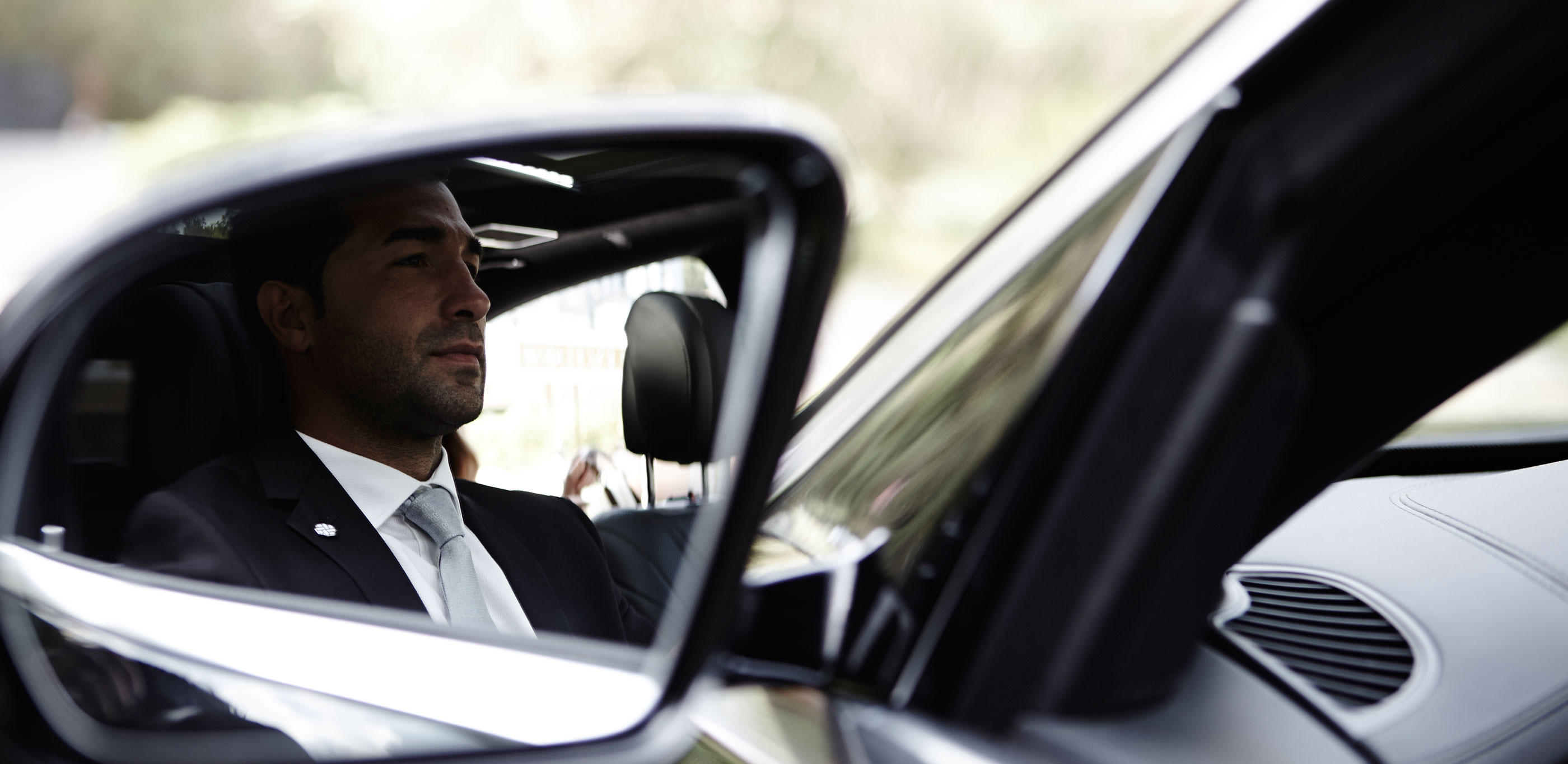 Chauffeur-driven limousine and luxury taxi hire